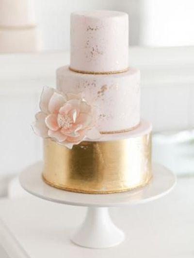 Soft pink and gold metallic // Found here: http://www.wantthatwedding.co.uk/2014/06/13/metallic-wedding-cakes-wedding-trends/