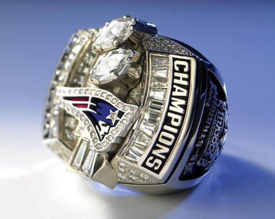 SUPER BOWL XXXVIII New England Patriots 32 - 29 Carolina Panthers 1 de febrero de 2004 MVP: Tom Brady / NFL