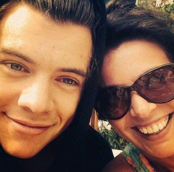 Harry Styles y su mama