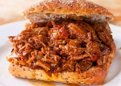 How to Make Pulled Pork: 16 Slow Cooker Pulled Pork Recipes #slowcooker #pulledpork #recipes