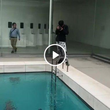 Uma incrível ilusão de ótica na piscina