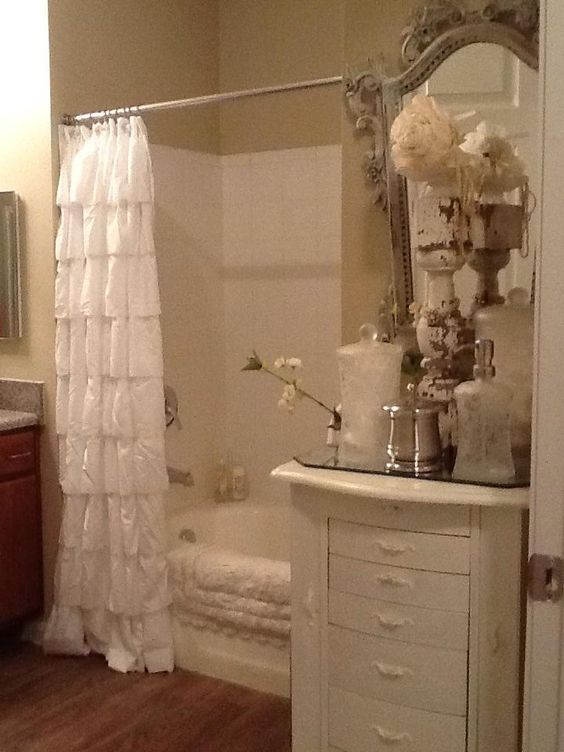 Shabby chic bathroom this theme is very close to how i for Shabby chic bath