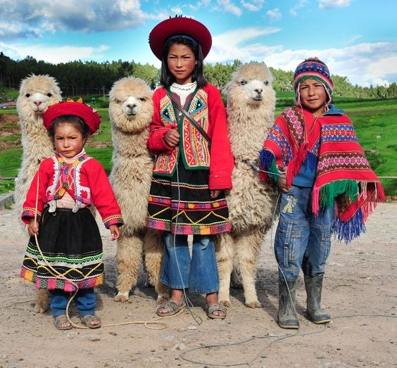 Peru Travel Tips Common Peruvian Phrases For Travel: Peruvian Children In Traditional Dress Pose With Their
