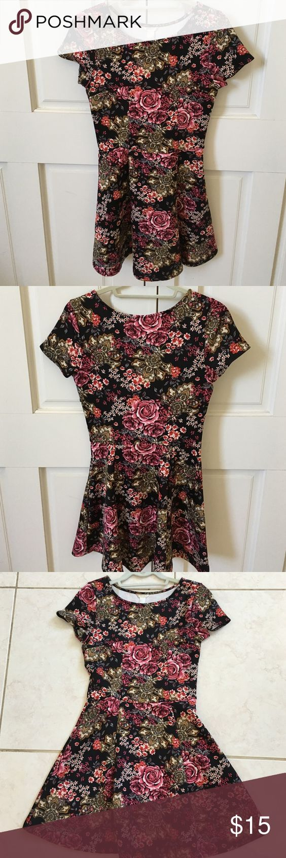 NWOT Forever 21 Floral Dress 🌼🌹 NEVER WORN! Brand new condition. Black floral dress from Forever 21 made of stretchy material. Also has a side zipper. Fits snug on hips and then poofs out. Super cute. Let me know if you have any questions 💛 Forever 21 Dresses