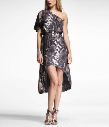 This dress is fabulous, yet it looks super comfortable (ONE SLEEVE HI-LO HEM MAXI DRESS)