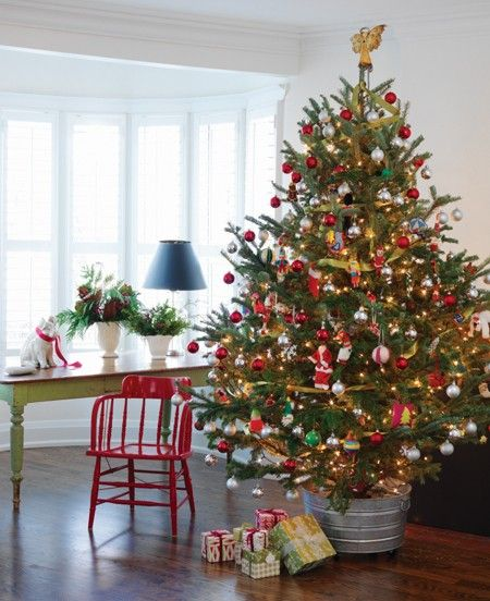 Playful Country Christmas Tree | Photographer Stacey Brandford | House & Home | #christmastree #redandgreen #holidaydecor: