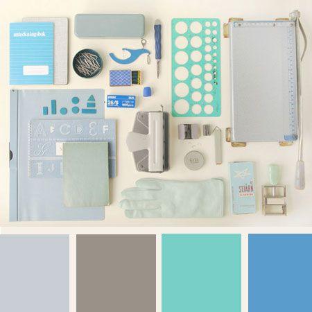 Deze week treffen we in 'Kleurpalet van de week' een fris blauw kleurpalet. Om te laten zien hoe goed verschillende tinten blauw met elkaar te combineren zijn.    De basis houd je eenvoudig. Bijvoorbeeld met witte of grijze muren. Blauw laat je terugkomen in de accessoires en kleine decoraties. Licht blauwe kussens, knal blauwe vaasjes, een marineblauwe vloer enbijvoorbeeld groen-blauwe kandelaars. Het kan allemaal, zolang je maar in de blauwe tinten blijft.