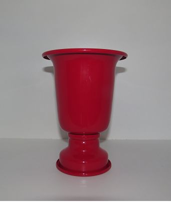 Vaso Alumínio P Vermelho Ref: VAA05 Dimensões (cm): 18 altura x 13 diam Material: alumínio Cor: vermelho Qtde disponível: 2 Valor por peça: R$ 4,00