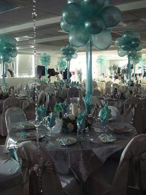 Centro de mesa con globos.