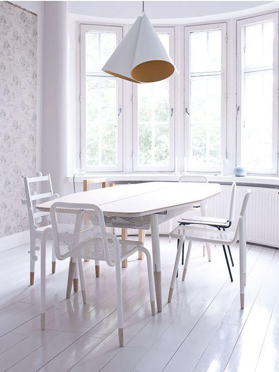Branco na sala de jantar