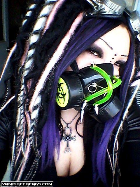#Vampirefreaks member Spike Skittles getting her #Cybergoth girl