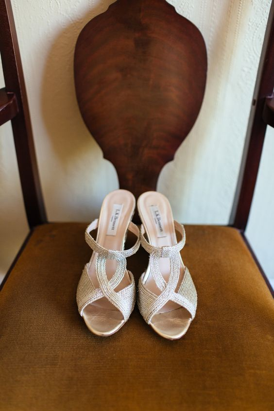 Charlotte Casadejus wedding dress // River Cottage wedding // Photography by Sarah Falugo