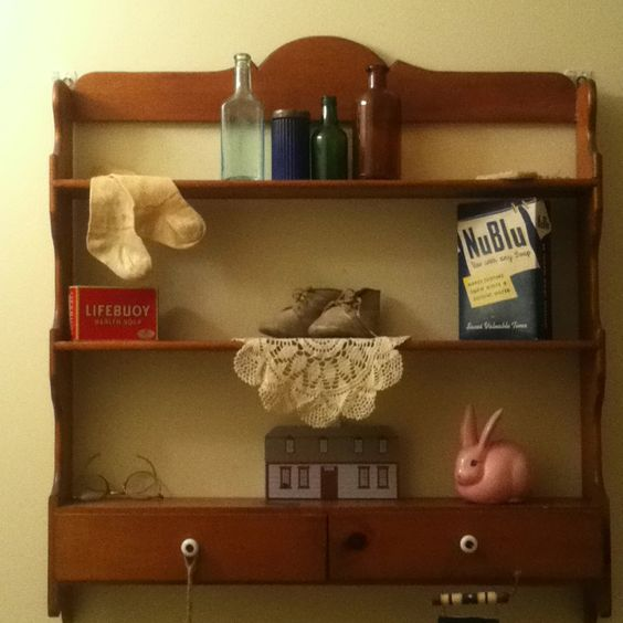 1940 39 S Retro Vintage Shelf And Items From Antique Malls Antique Stores Home