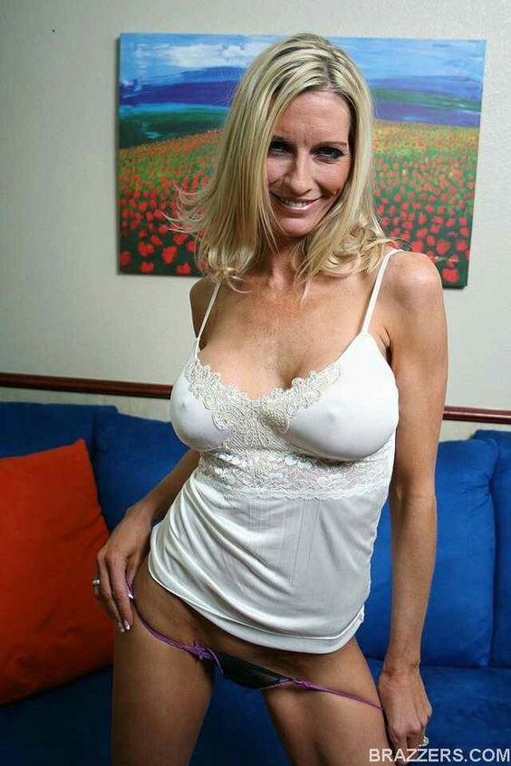 Busty Emma Nude Photos 42