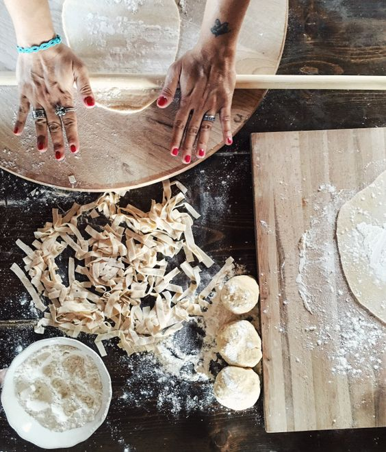 Preparando gli Hylopites, pasta greca