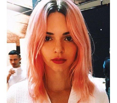 Kendall Jenner cheveux roses