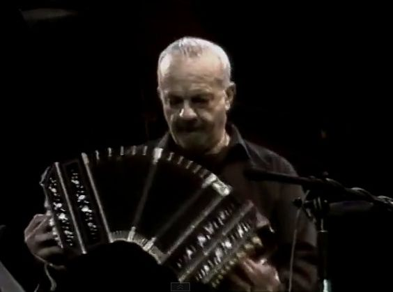 Astor PIAZZOLLA Quinteto en Lisboa 1987 (completo)   ----- ♫    https://www.youtube.com/watch?v=HAnVmAHMnGA&list=PLF9D076EE7A993199&index=48