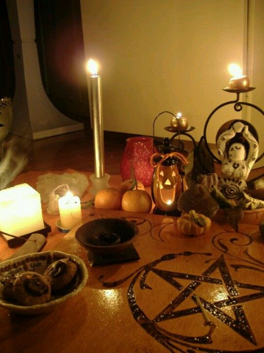 Samhain altar - Pinned by The Mystic's Emporium on Etsy