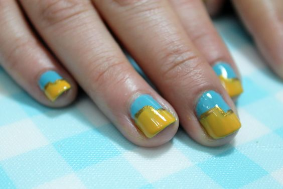 1920s Two-Tone Manicure  Colores:Can't find my czechbook OPI +The it color OPI+ Gold Glitter Art Deco L.A COLORS.