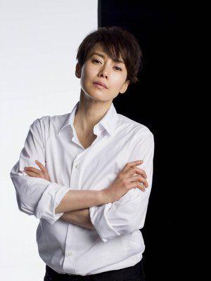 中谷美紀ベリーショートに白シャツの美しい画像