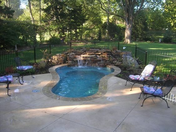 Small backyard pool new house landscaping pinterest for Nice small pools