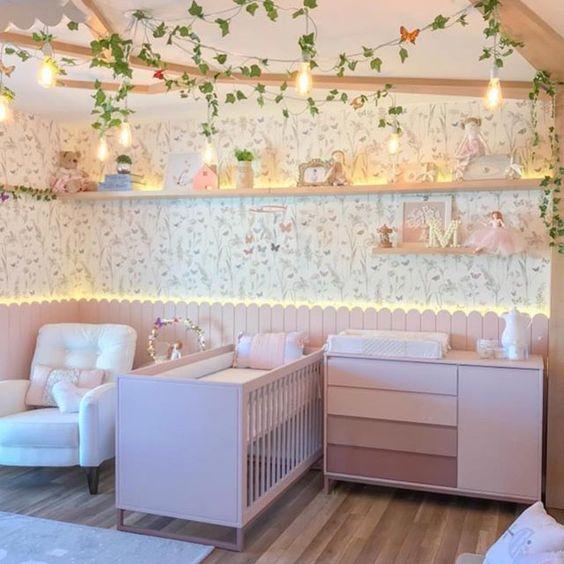Começando a semana com esse quartinho dos sonhos {} Super delicado com vários tons de rosa e essa árvore que ficou um detalhe incrível no ambiente { Projeto @kidsarquitetura } . . . #homeDecor #projetos #decoração #interiores #arquitetura #decor #arquiteturadecoracao #interiordesign #blogalmocodesexta #grupodecordigital #olioliteam #decorbabyandkids #decorbaby #quartodebebe