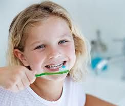 Las sonrisas de las personas se caracterizan por tener dientes de un color uniforme y blancos!