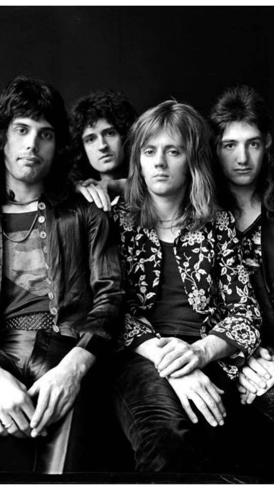 Pin By Sᴡᴇᴇᴛɪᴇ On Q U E E N Queen Photos Queen Freddie Mercury Queen Band