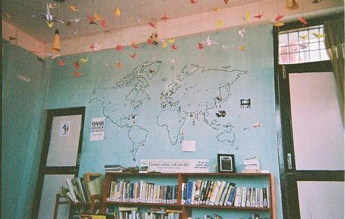 Imagem de room, book, and world