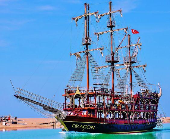 Full HD. Piratenbootsfahrt auf dem  Manavgat bis zum Meer
