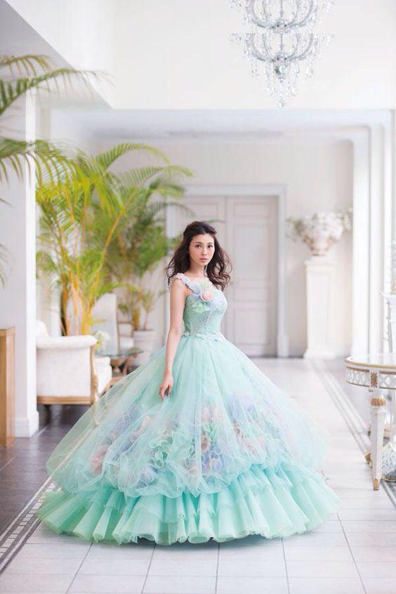 押切もえ淡いグリーンの素敵なドレス