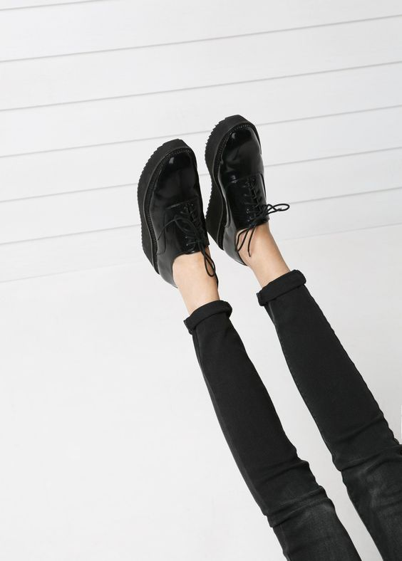 Sapato Oxford plataforma http://shop.mango.com/FR/p0/femme/accessoires/chaussures/chaussures-oxford-plateforme/?id=33030271_02&n=1&s=accesorios.zapatos&ident=0__0_1411022594651&ts=1411022594651&utm_source=1614441&utm_medium=affiliate&utm_campaign=TradeDoubler_FR Taille 39