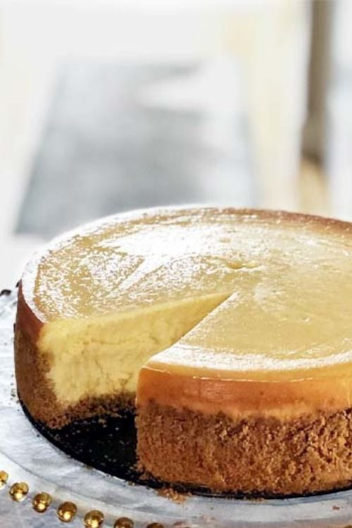 Creamy And Fluffy New York Cheesecake In 2020 Easy Cheesecake Recipes Cheesecake Recipes New York Cheesecake