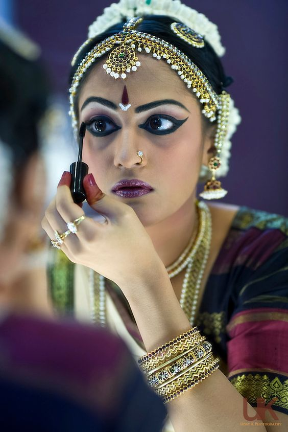 How to apply eye makeup for bharatanatyam