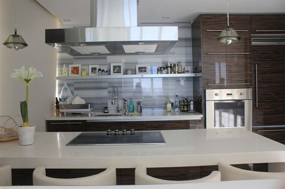 Kitchen with stained white and grey marble. Equipments: Viking