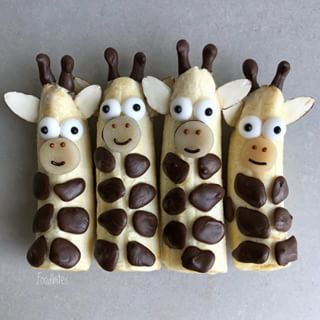 Giraffe bananas