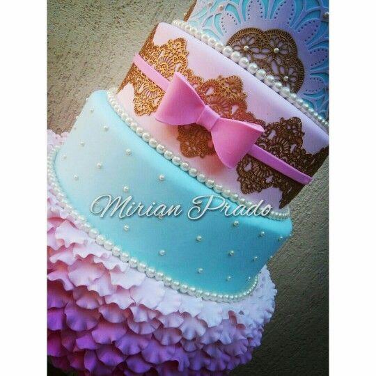 Bolo princesas www.facebook.com/mirian.prado.9