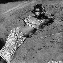 Veruschka reclines on an Arizona rock ledge wearing a Miss Brannel abstract print outfit. Franco Rubartelli, 1968