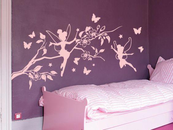Niedliche kleine Elfen auf einem Kirschblütenast mit Sternen und Schmetterlingen. Bringen Sie mehr Leben an die Wand im Kinderzimmer mit unserem Wandtattoo kleine Elfen.  Dieses Wandtattoo ist in...