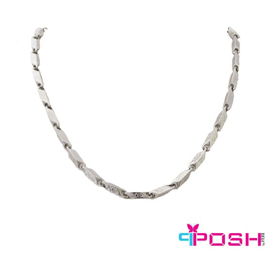 POSH - Simon - Mens Necklace - Fashion necklace - Silver tone metal - Embossed with skull and crossbones - Lobster claw closure with extension chain - Dimensions: 55 cm total length. 0.5 cm width  POSH by FERI - Passion for Fashion - Luxury fashion jewelry for the designer in you.