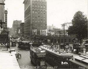 Grand Avenue south from Morgan (now Delmar) Avenue, street cars and buses at rush hour, 5:10 pm, 27 July 1925.