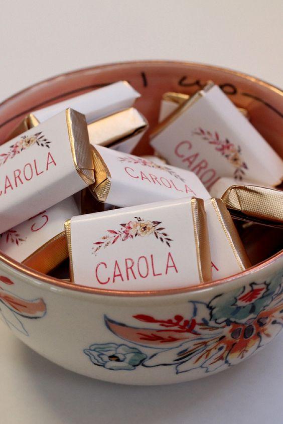 Frascos personalizados con chocolates #souvenirs #bodas #chocolates #frascos #vinilos #personalizados