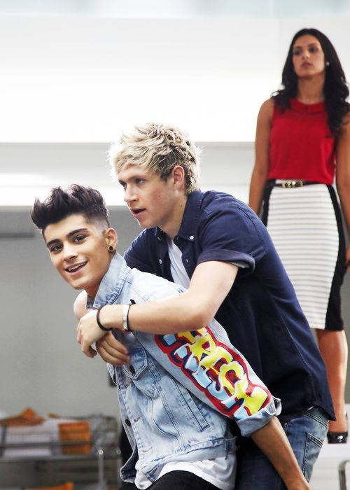 I love Ziall, and you rarely see it, but I LOVE this picture :) They look soo cutee together !!!