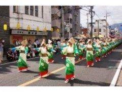 神奈川県秦野市には秦野たばこ祭という珍しい祭りがありますよ 有名ではないものの毎年約30万人が訪れる人気の祭りなんですよ ジャンボ火起こし綱引きコンテストや青森ねぶた和太鼓の演奏などイベント盛り沢山 総勢1000人の踊り手が一糸乱れぬ踊りを披露するたばこ音頭千人パレードも見どころ 一度見に来てくださいね tags[神奈川県]