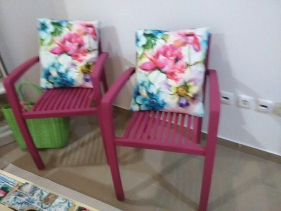 Cadeiras rosa em teca