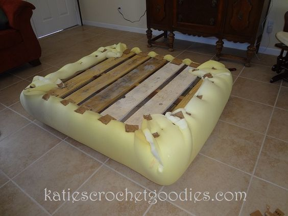 DIY Ottoman From Pallets .