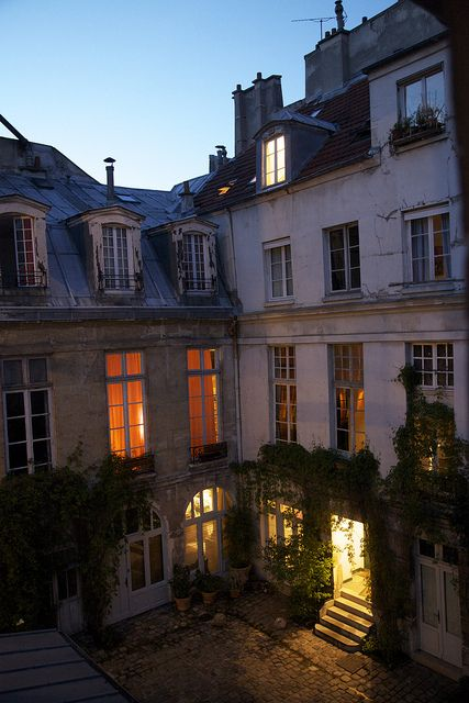 paris inner courtyard of a residential building apartments are built around a central. Black Bedroom Furniture Sets. Home Design Ideas