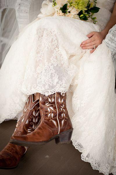 Amber + Michael's wedding at Lenora's Legacy. Image credit: Camilla Calnan Photography.