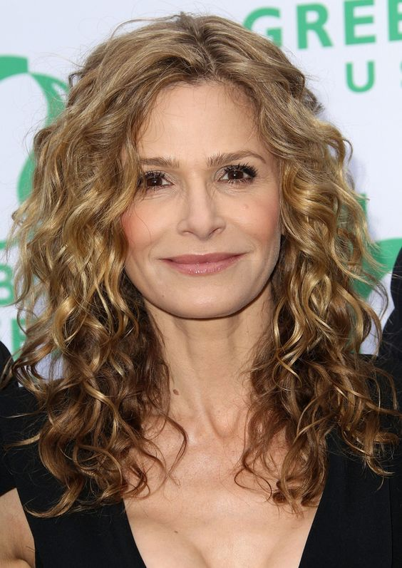 19 Gorgeous Haircuts for Naturally Curly Hair: Kyra Sedwick