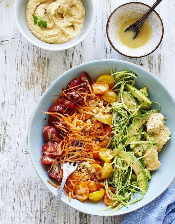 Recette Salade arc-en-ciel de légumes : Faites cuire 100 g de lentilles à l'eau bouillante durant 30 à 35 mn. Égouttez-les et ajoutez-y 1 pincée de sel.R...